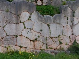 Polygonal wall at Delphi
